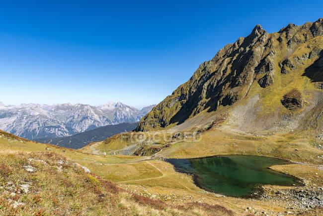 Австрия, Форарльберг, Монтафон, Hochjoch горы и озеро Herzsee — стоковое фото