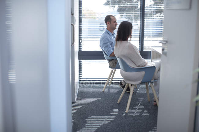 Couple sitting in consulting room at the doctor' s — Stock Photo