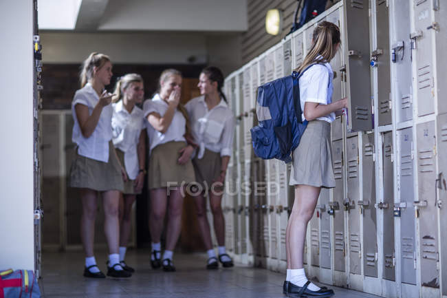 Female high school students bullying classmate — Stock Photo