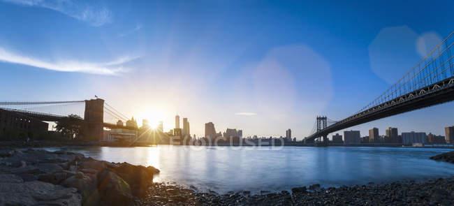 EUA, Nova Iorque, Manhattan, panorama do distrito financeiro ao pôr-do-sol — Fotografia de Stock