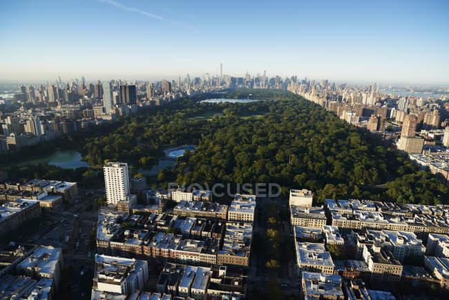Fotografia aérea do Central Park de Nova Iorque acima do Parque Sul olhando em direção de Midtown Manhattan, Nova York, EUA — Fotografia de Stock