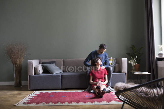 Couple relaxing together in the living room — Stock Photo