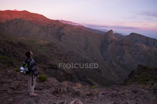 España, Tenerife, las montañas de Teno, Masca, senderismo, senderista vistas - foto de stock