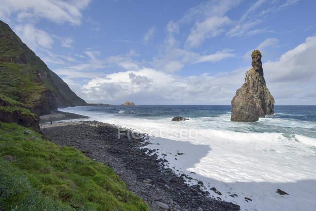 Portugal, Madeira, rock formation Ilheus da Ribeira da Janela on the north coast — Fotografia de Stock