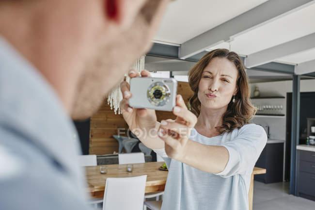 Обрізаний портрет пара фотозйомка — стокове фото