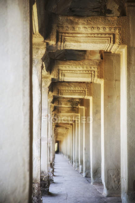 Cambodia, colonnade in Angkor Wat temple — Stock Photo