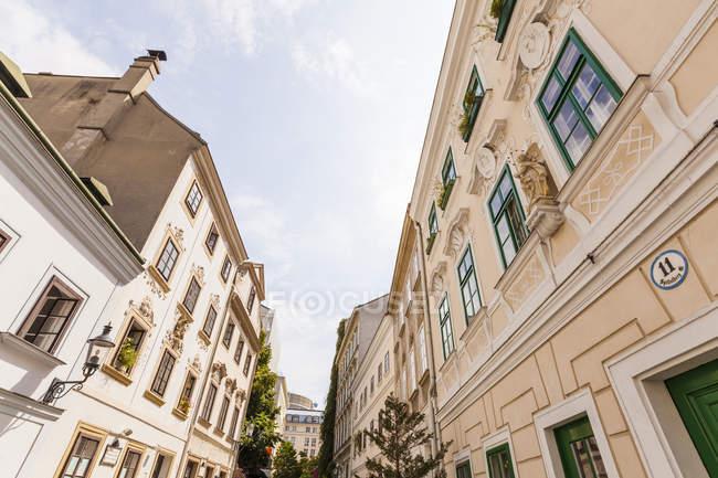 Austria, Vienna, Spittelberg, exterior of Biedermeier houses — Stock Photo