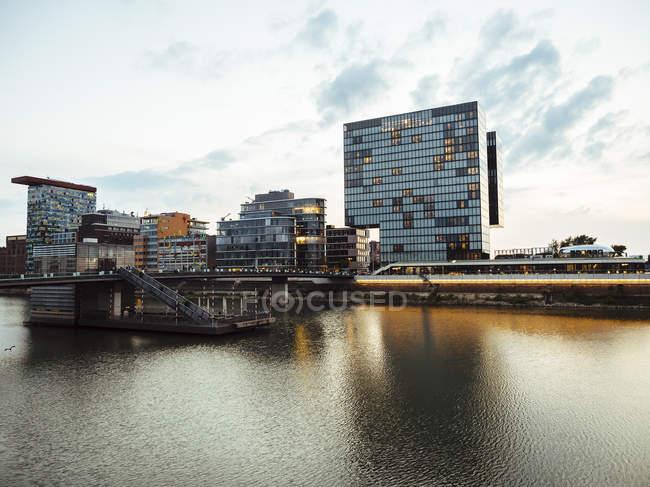 Hotel de lujo de Alemania, Duesseldorf, en el puerto de los medios de comunicación - foto de stock