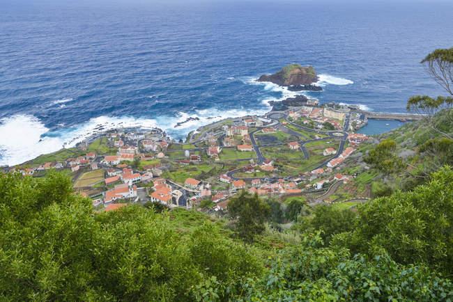 Vista de Portugal, da Madeira, do Porto Moniz na costa norte — Fotografia de Stock