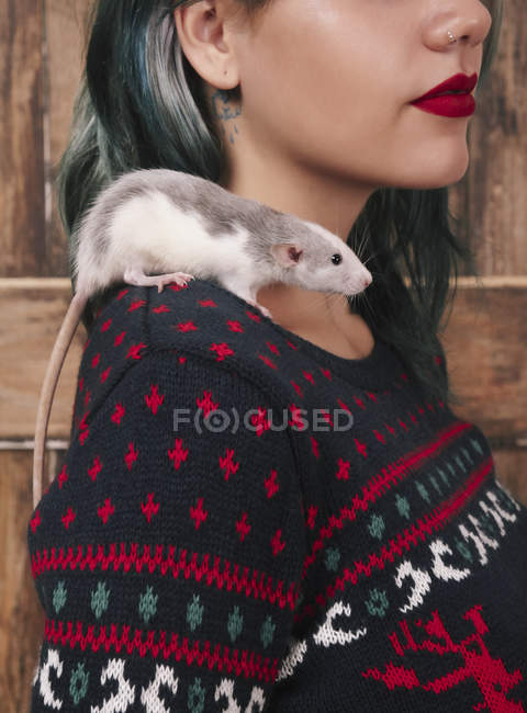Young woman with pet rat on her shoulder wearing patterned knit pullover — Stock Photo