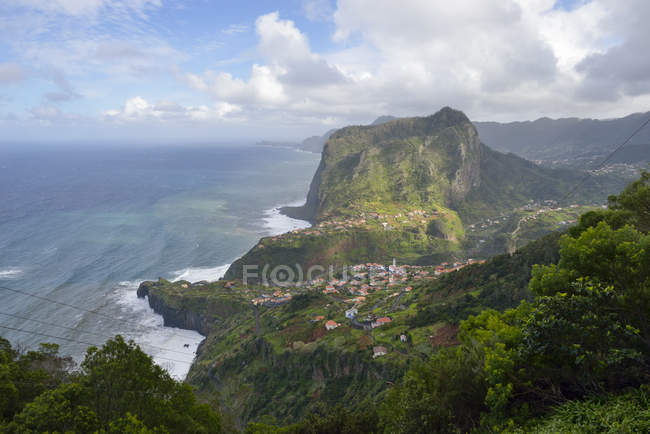Vista de Portugal, da Madeira, da ilha do Faial, na costa norte — Fotografia de Stock