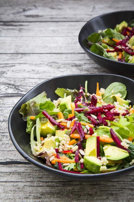 Herbstlicher Salat mit Kopfsalat — Stockfoto