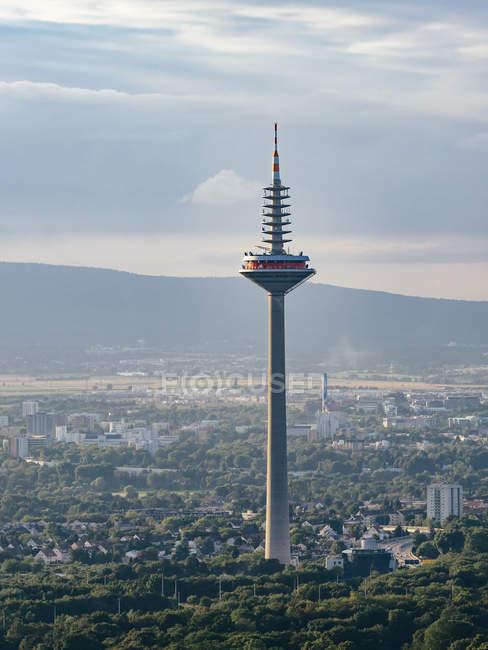 Alemania, Frankfurt, ve a la torre de Europa - foto de stock