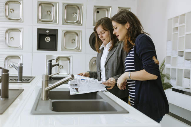 Woman consulting costumer in plumbing shop u2014 Stock Photo  sc 1 st  Focused Collection & Woman consulting costumer in plumbing shop u2014 Stock Photo | #173606160