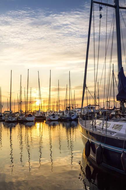 Germany, Kuehlungsborn, sailing boats at sunrise — Stock Photo