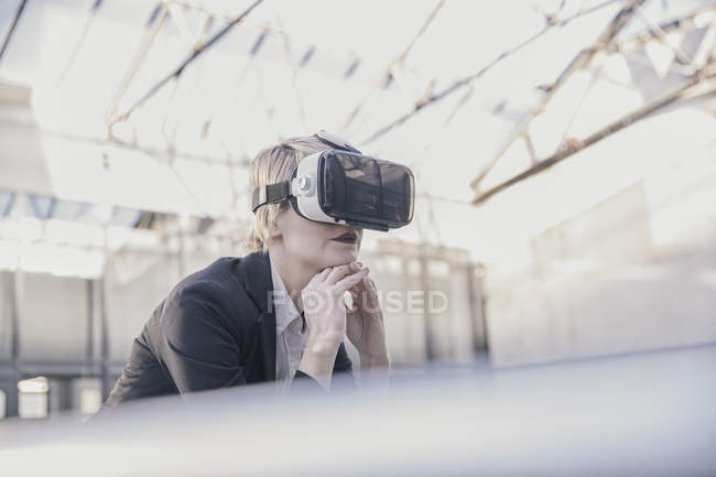 Businesswoman using Virtual Reality Glasses — Stock Photo