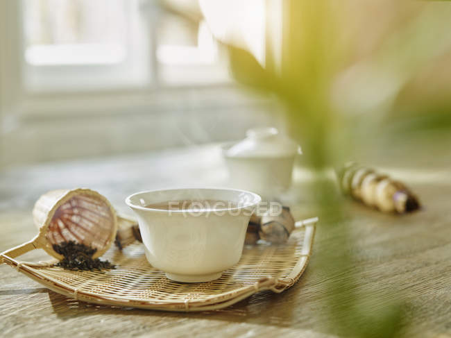 Bowl of steaming tea placed on table — Stock Photo