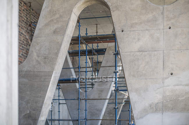 Scaffold in concrete construction — Stock Photo