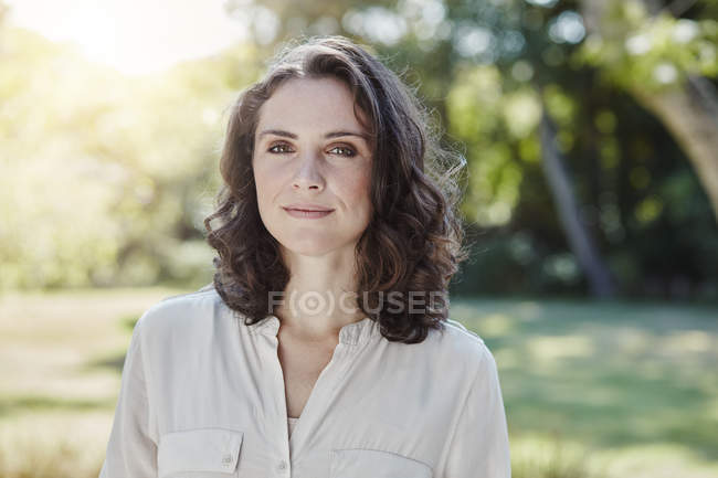 Portrait of confident young woman in park — Stock Photo