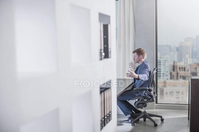 New York city office, man sitting at desk in city office — Stock Photo