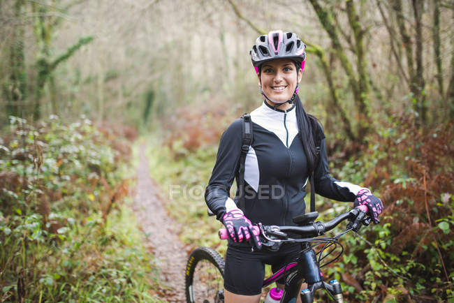 Mountain biker standing on trail — Stock Photo
