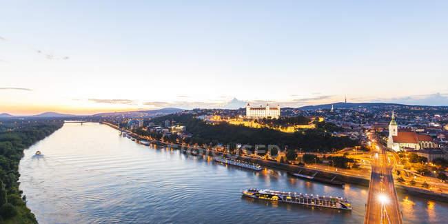 Slowakia, Bratislava aerial illuminated cityscape view with river — Stock Photo