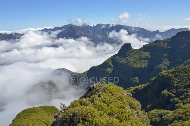 Portugal, Madeira, visão da Bica da Cana para as montanhas — Fotografia de Stock