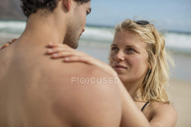 Tender young couple standing on the beach — Stock Photo