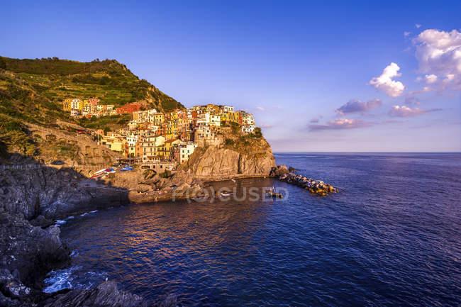 Italia, Liguria, Cinque Terre, Manarola al tramonto — Foto stock