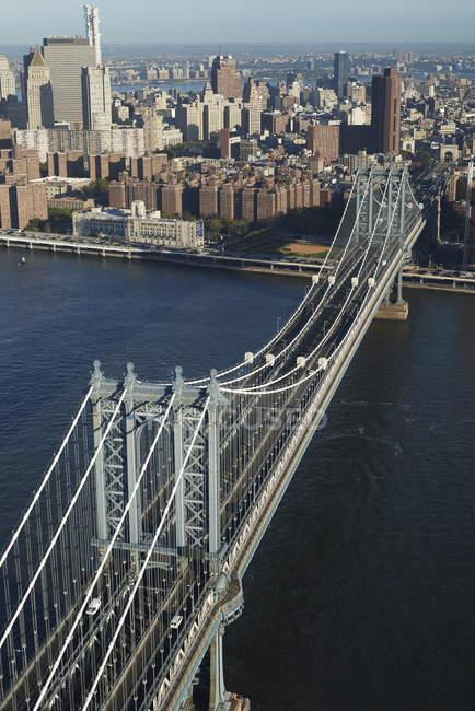 Fotografia aérea da ponte de Manhattan, abrangendo o East River entre Brooklyn e New York City, Nova Iorque, EUA — Fotografia de Stock