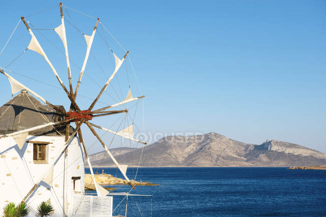 Greece, Koufonissi, Wind mill at the Aegean Sea — Stock Photo