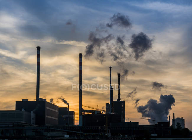 Industrial facility at evening twilight — Stock Photo