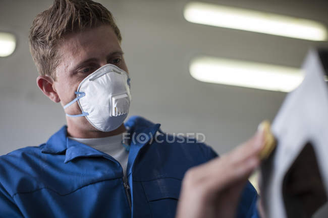 Close-up of Factory worker sanding steel structure — Stock Photo