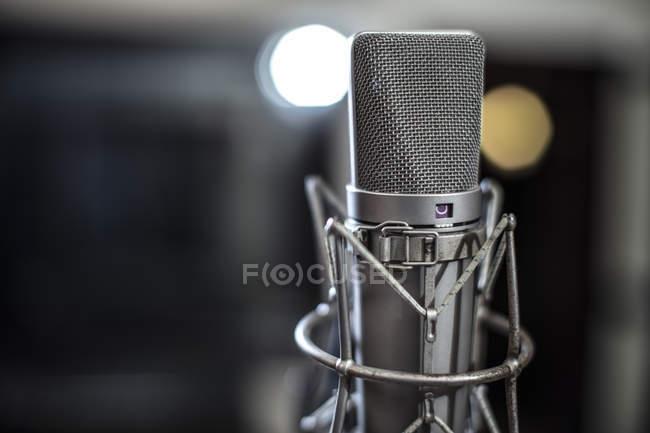 Microfono in registrazione studio, primo piano — Foto stock