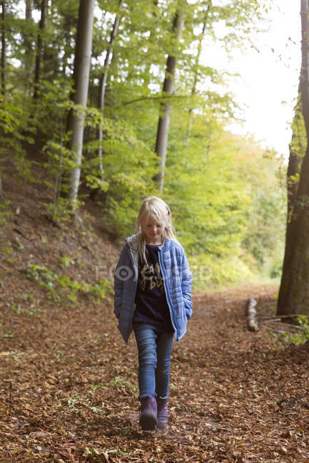 Girl walking in autumnal forest — Stock Photo