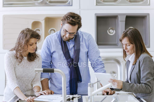 People in plumbing shop getting customer consultation — Stock Photo