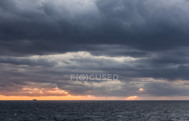 Italy, Manarola, seascape with stormy sky at sunset — Stock Photo
