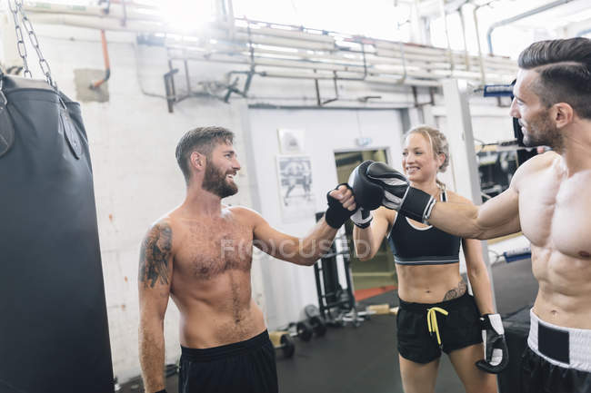 Athletes having a break from exercising in boxing club — Stock Photo