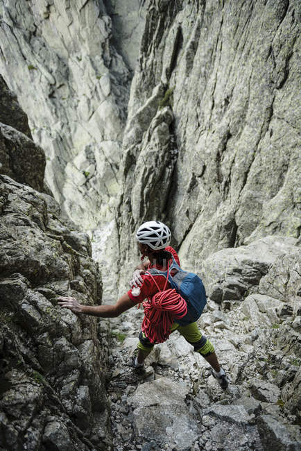 Climber standing in rock formation — Stock Photo
