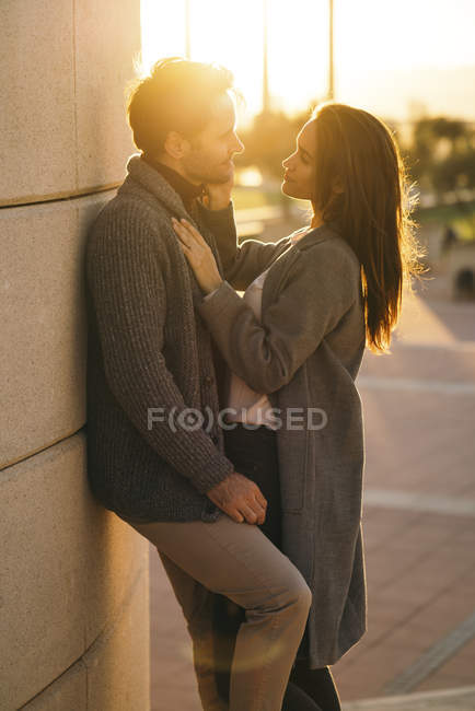 Couple in love standing face to face at sunset — Stock Photo