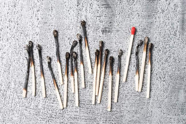 Червоний матч між спалили матчів — стокове фото