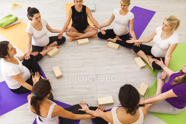 Prenatal yoga class sitting together in circle — Stock Photo