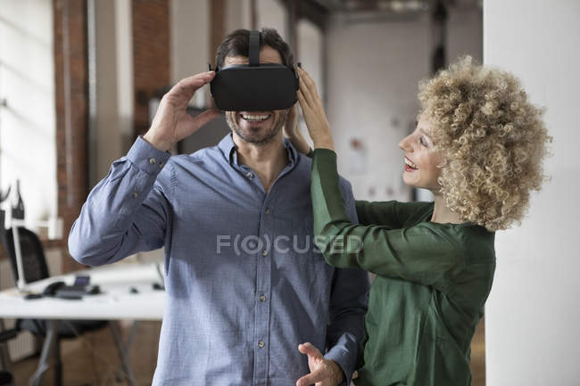 Happy woman and man with Virtual Reality Glasses in office — Stock Photo