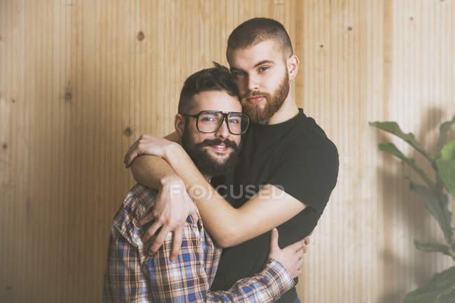 Porträt eines jungen schwulen Paares — Stockfoto