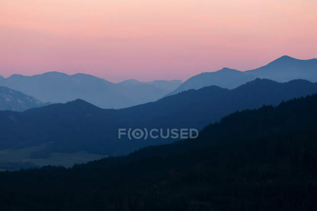 View of hills and rocks at dawn — Stock Photo