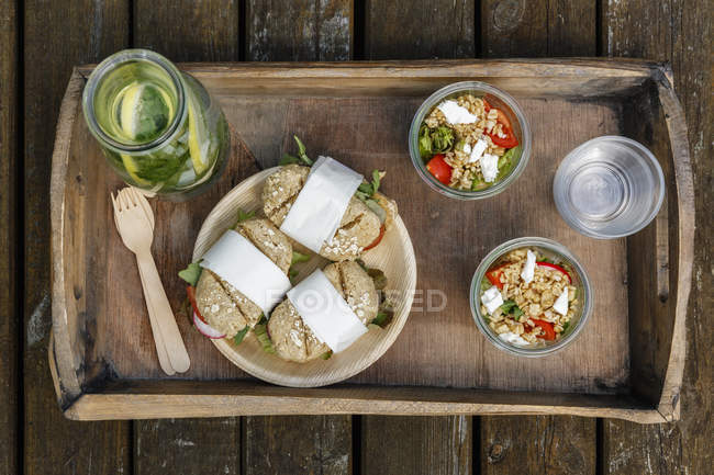 Tray with vegetarian snacks for picnic — Stock Photo