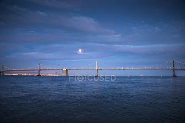 Bay Bridge, ora blu — Foto stock