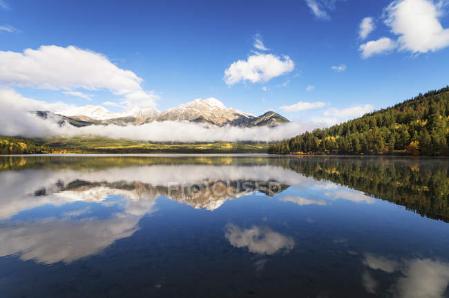 Pyramid Lake in the morning — Stock Photo