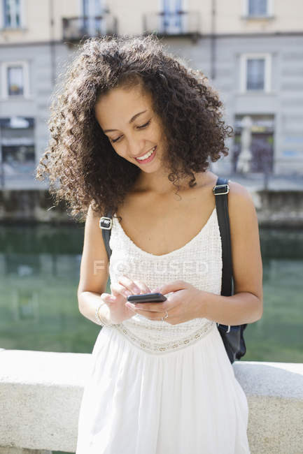 Young woman text messaging — Stock Photo