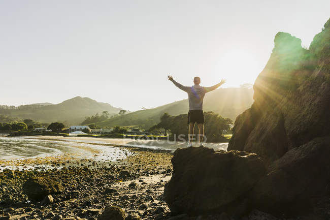Man standing on rock and looking at view — Stock Photo